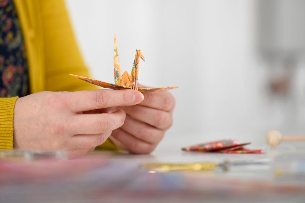 Origami Kranich Hochzeitsdekoration selbstgemacht Anleitung für Anfänger DIY